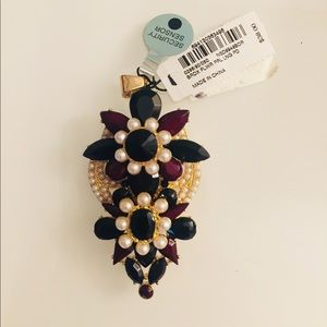 Jewelry - NWT Floral pendant
